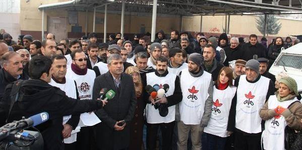 Hasta tutuklular için Cezaevi önünde açıklama yapıldı.