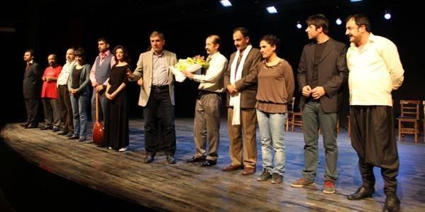 Kürtçe tiyatro izlendi..